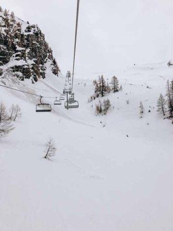 Skier dans les Alpes Suisses
