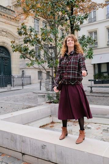 Comment porter la jupe plissée en hiver