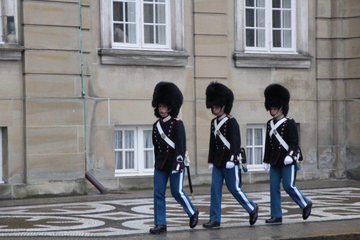 Relève de la garde au palais Amalienborg, Copenhague
