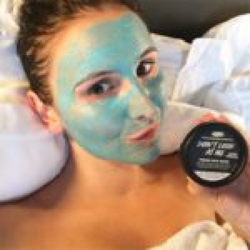 Chill out time with my new fav lush mask at the end of day 1