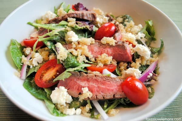 Steak-Quinoa Salad with Avocado-Lime Ranch Dressing - A protein-packed salad that will leave you satisfied! | foxeslovelemons.com