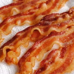 Crispy cooked bacon on paper towel.
