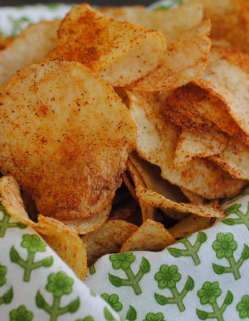 DIY Seasoned Potato Chips - perfect for a party! Eat warm, custom-seasoned potato chips right out of the oven!   foxeslovelemons.com