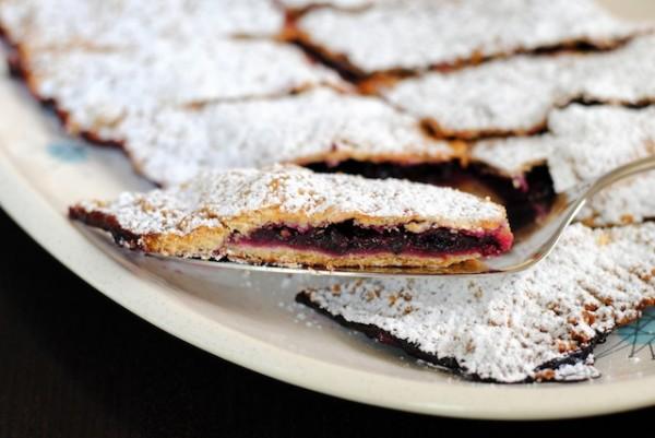`Blueberry Slab Pie for a Sangria Party | foxeslovelemons.com