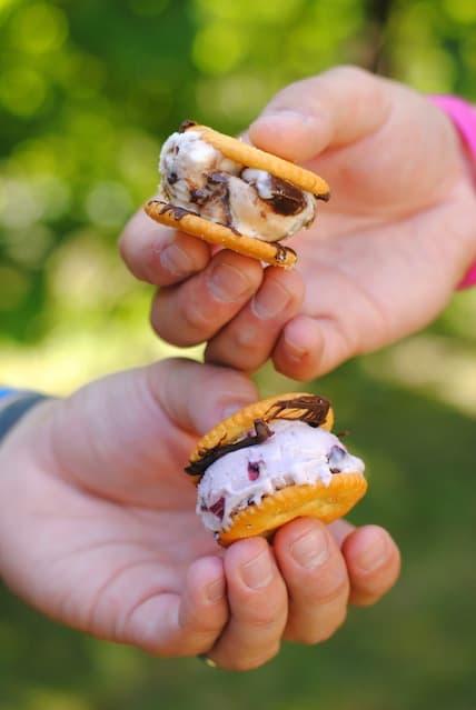 Ritz Cracker Ice Cream Sandwiches for a Sangria Party | foxeslovelemons.com