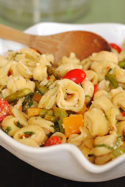 Tortellini Pasta Salad - a filing vegetarian option for parties! | foxeslovelemons.com