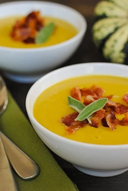This Sweet Dumpling Squash Soup is the perfect way to celebrate one of autumn's most unique squash varieties. As easy as roasting, blending, and topping with crispy bacon! | foxeslovelemons.com