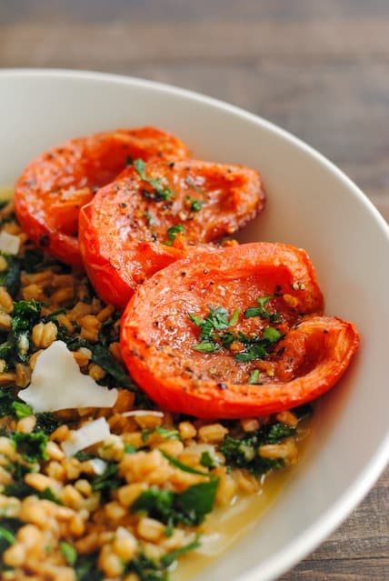 Farro and Kale Risotto with Roasted Tomatoes | www.foxeslovelemons.com