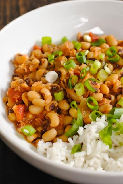 Hoppin' John for the New Year - Eating black-eyed peas on New Year's Day is said to show humility, thus inviting good fortune for the year ahead. | foxeslovelemons.com
