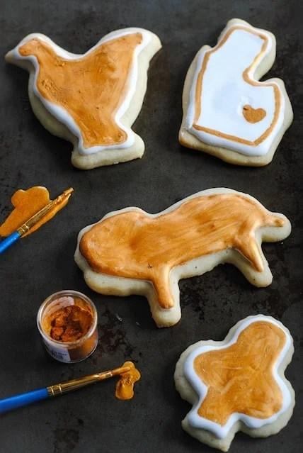 Sour Cream-Nutmeg Sugar Cookies - A nutmeg and vanilla-flavored holiday sugar cookie that stays soft up to 2 weeks! The best sugar cookie recipe ever! | foxeslovelemons.com
