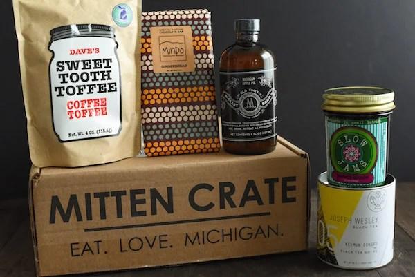 Mitten Crate December 2014 | foxeslovelemons.com