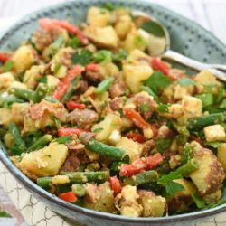 Bacon-Feta Potato & Green Bean Salad - Serve warm or cold! Red potatoes, green beans, bacon, red pepper and feta cheese tossed with a bacon-shallot vinaigrette. | foxeslovelemons.com