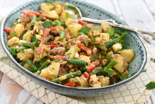 Bacon-Feta Potato & Green Bean Salad - Serve warm or cold! Red potatoes, green beans, bacon, red pepper and feta cheese tossed with a bacon-shallot vinaigrette. | foxeslovelemons.com