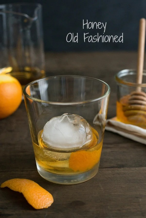 Honey Old Fashioned - A sweet twist on the classic bourbon cocktail. | foxeslovelemons.com