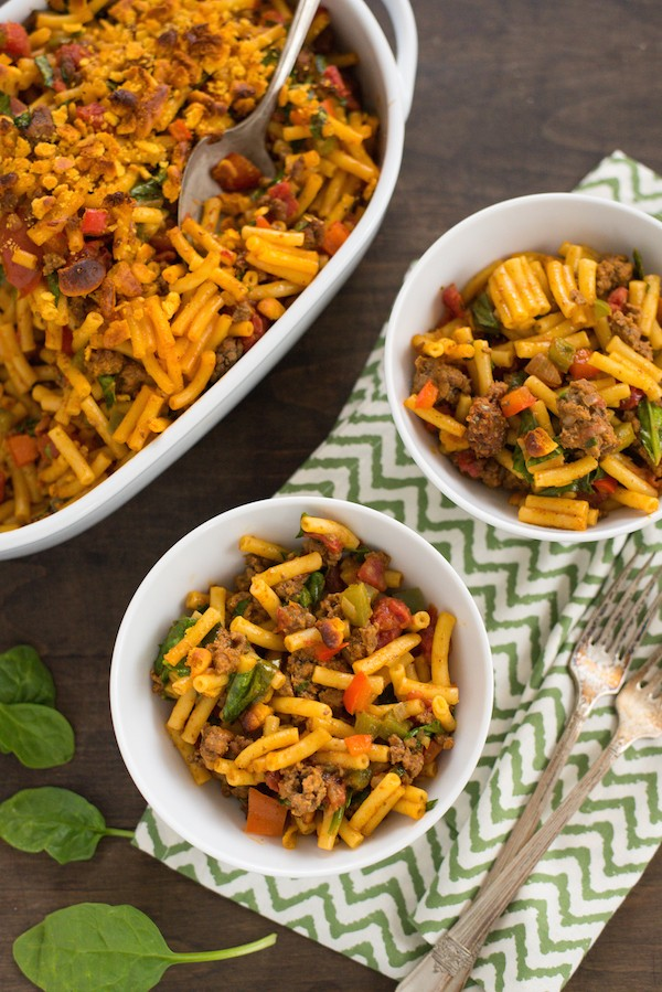 Taco Mac & Cheese with Veggies - Kids and adults alike will love this macaroni and cheese loaded with vegetables and taco beef. | foxeslovelemons.com