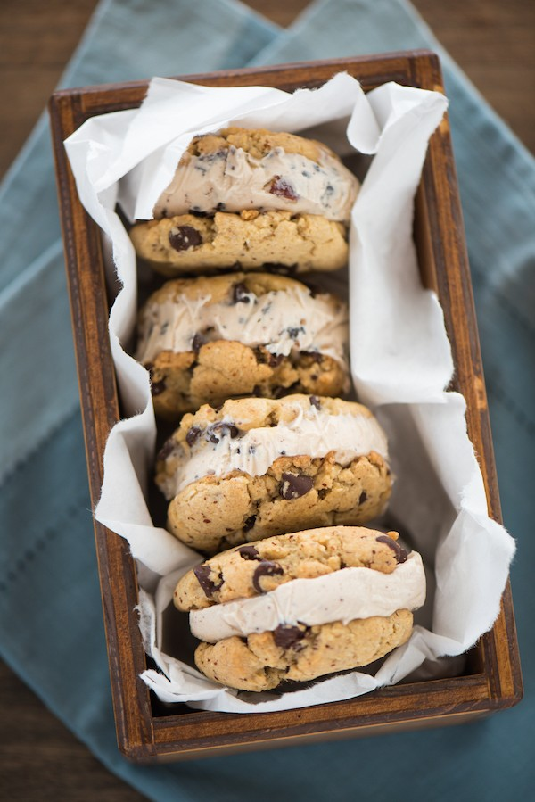 Hazelnut Chocolate Chip Gelato Sandwiches - Double up on the flavors you love with hazelnut chocolate chip cookies sandwiches with hazelnut chocolate chip gelato! | foxeslovelemons.com