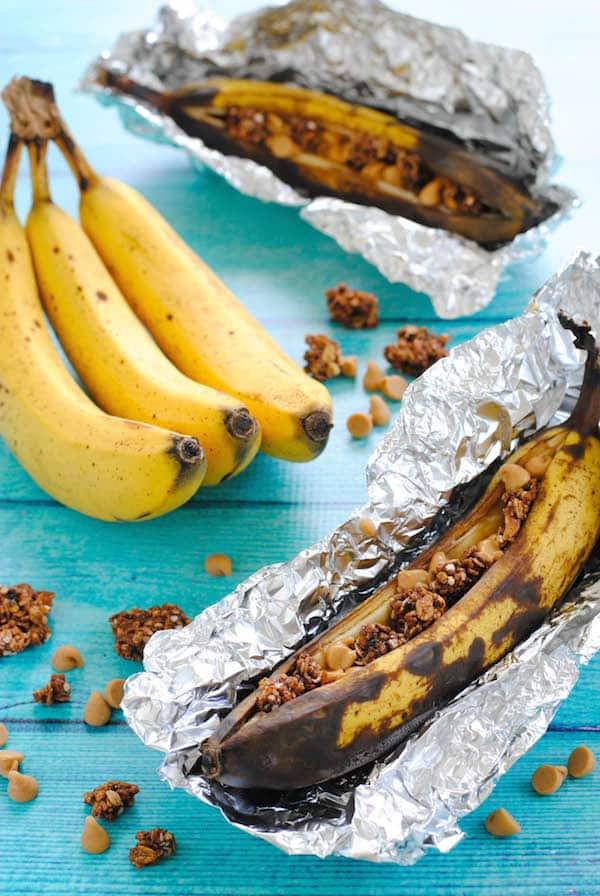 Peanut Butter & Granola Grilled Banana Boats - A 5-minute summer dessert you can throw on the grill, and no plate needed to serve! Perfect for camping and barbecues.   foxeslovelemons.com