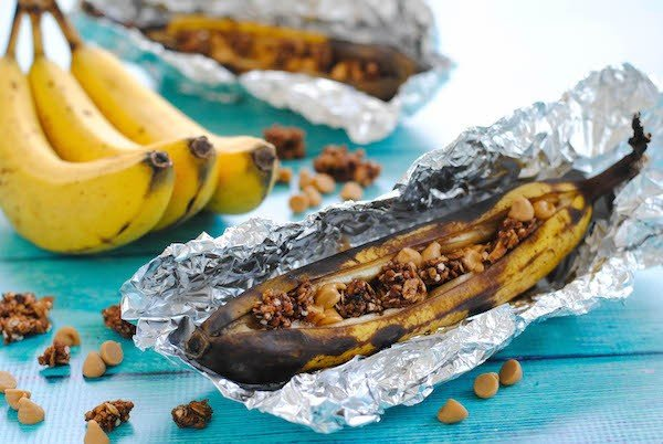 Peanut Butter & Granola Grilled Banana Boats - A 5-minute summer dessert you can throw on the grill, and no plate needed to serve! Perfect for camping and barbecues. | foxeslovelemons.com