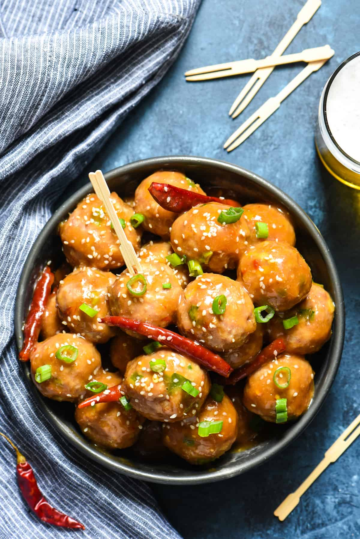 General Tso's Meatballs - Pork meatballs are slathered in tasty General Tso's sauce in this fun party recipe! | foxeslovelemons.com