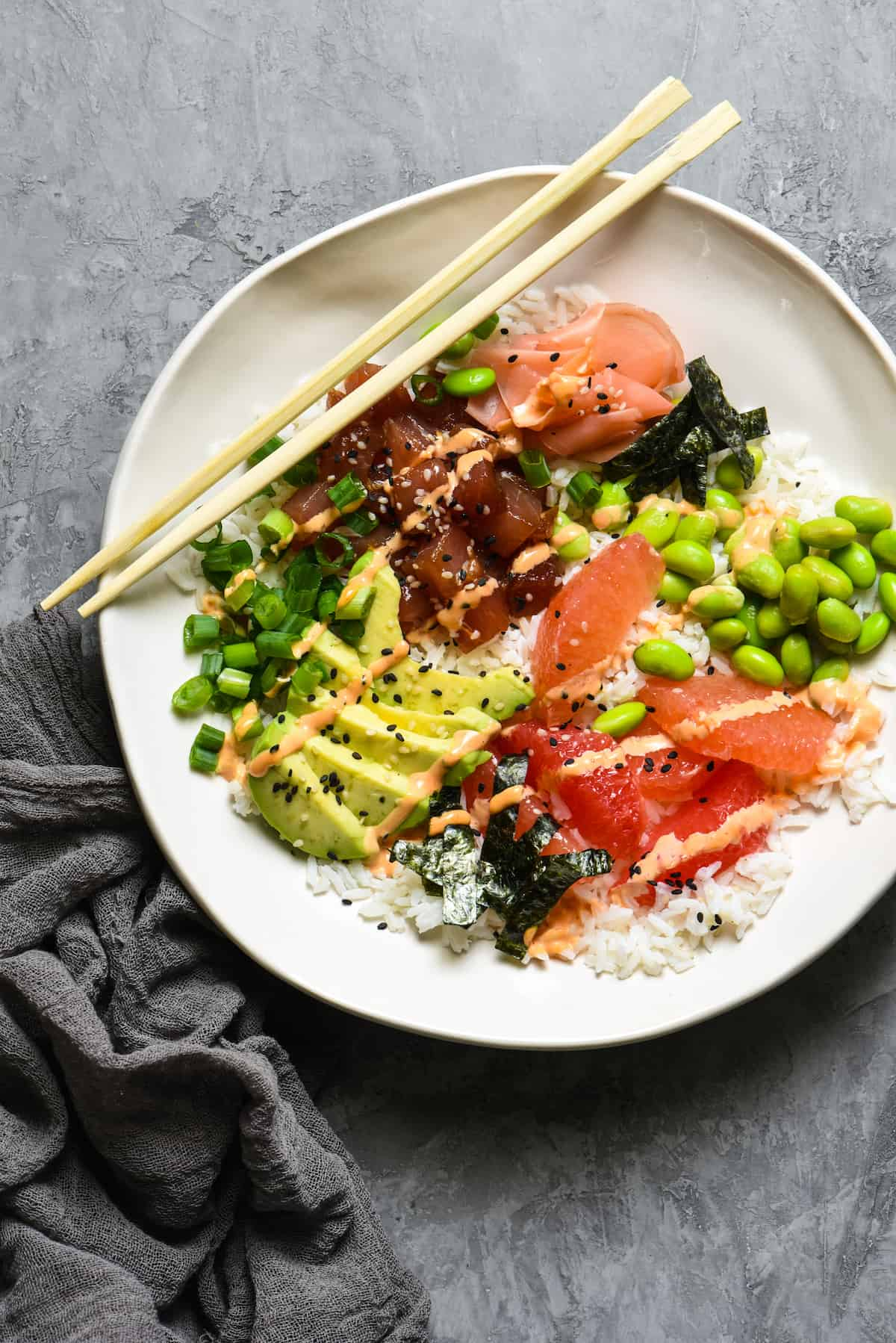 Grapefruit & Ahi Tuna Poke Bowl + 11 Grapefruit Recipes to Brighten Your Winter - Bring some happy flavor to a cold day with an appetizer, cocktail, breakfast, salad, lunch or dinner celebrating juicy, sweet grapefruit! | foxeslovelemons.com