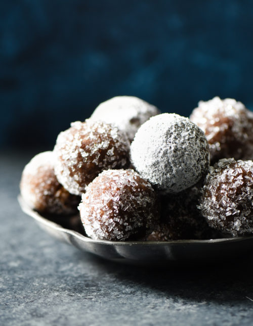 These Almond Flour Rum Balls are a sophisticated alternative to frosting-laden holiday treats, and perfect with a cup of coffee or tea. Naturally gluten free. | foxeslovelemons.com
