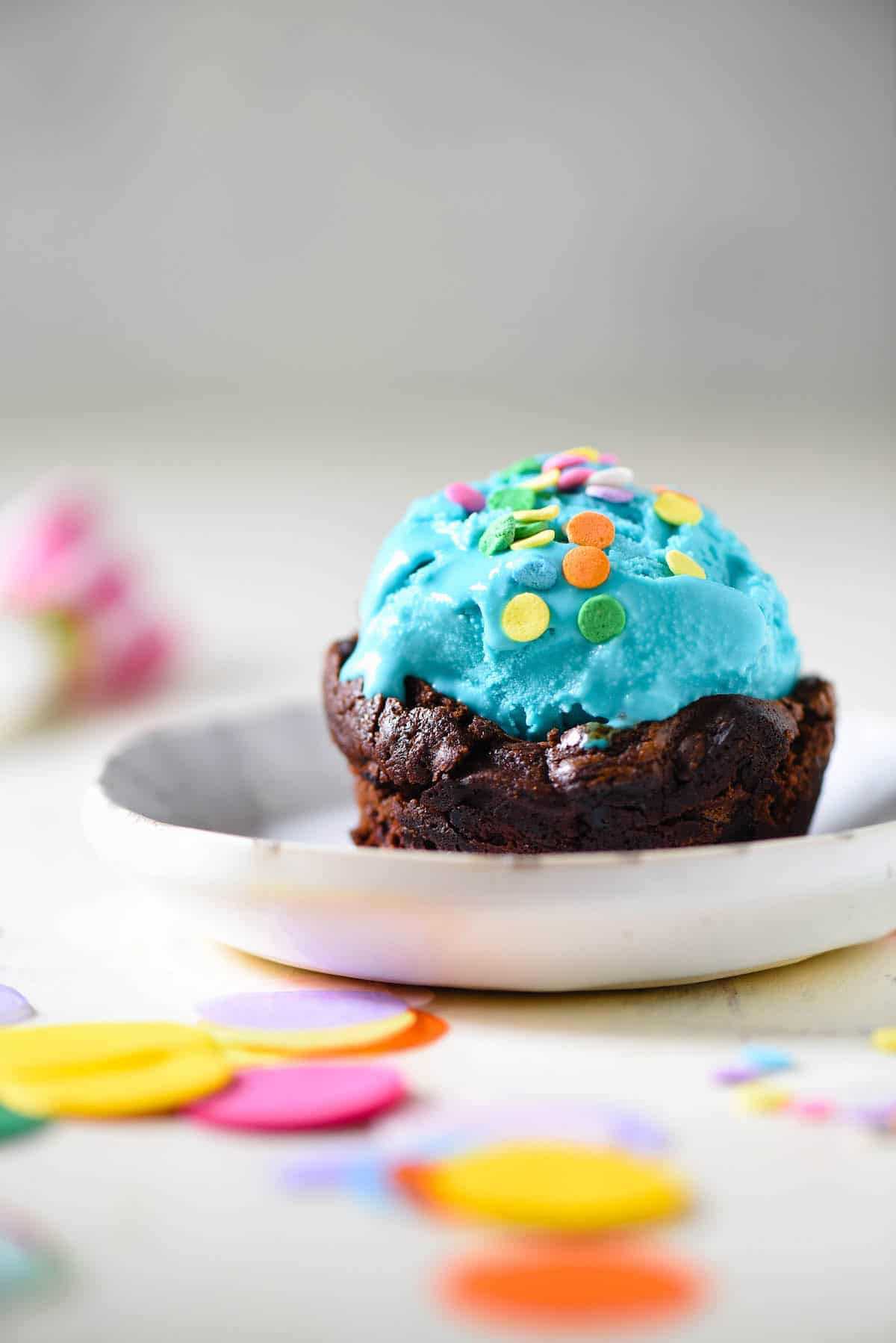 Celebrate one sweet birthday with these Brownie Bowls for Ice Cream. No special equipment needed - they're made in a cupcake pan! | foxeslovelemons.com