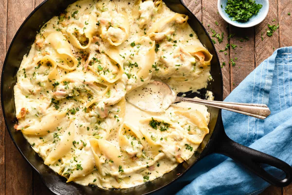 These Turkey Alfredo Stuffed Shells are a great way to use up leftover turkey. This cozy, comforting dish is perfect to take to a holiday weekend gathering, or serve for Sunday dinner. | foxeslovelemons.com