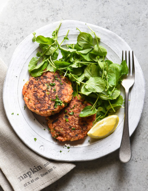 These Salmon Cakes are made with fresh, flavorful ingredients and are easy to prepare. This restaurant-quality recipe will win over even the seafood skeptics in your family. | foxeslovelemons.com