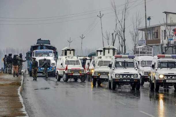 cops arriving at site of blast. INdia