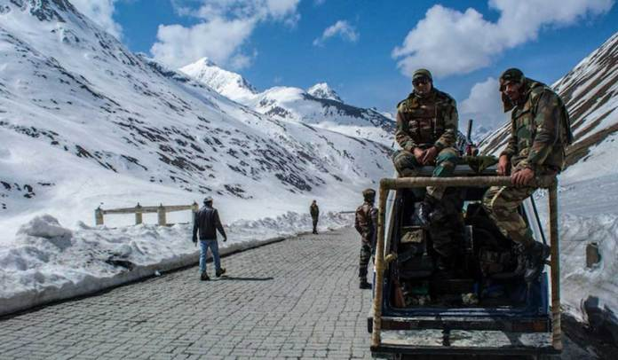 The Indian Army preparing itself for the winter in Eastern Ladakh
