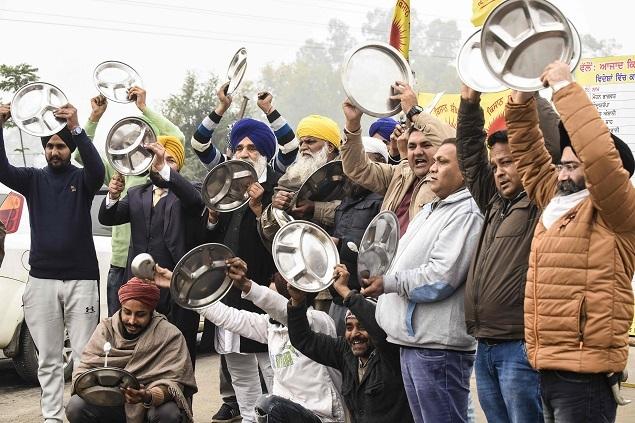"Protesting Farmers in Punjab, Haryana: ""Beat Thalis"" during PM's radio program"