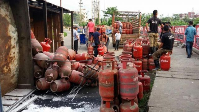 LPG cylinder: Consumers need not pay delivery charges to the delivery boy