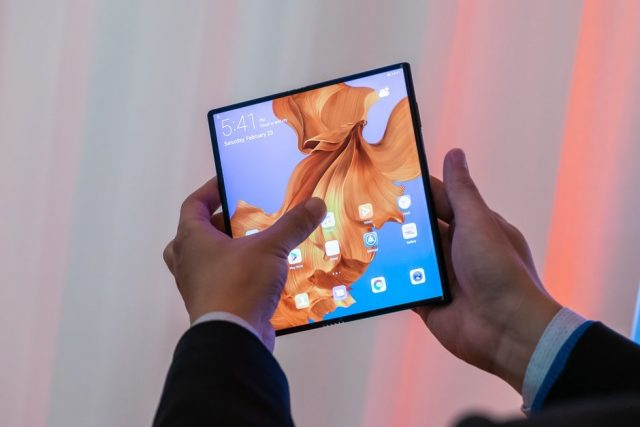 Google foldable screen mobile phone patent announced could be a Pixel model