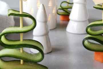 Traktatie of kerst voorgerecht kerstboom van komkommer