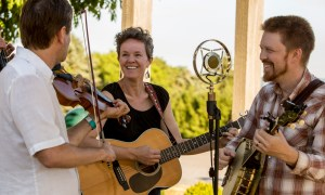 Folk band at Fox Runs Grapes, Griddles, and Fiddles event