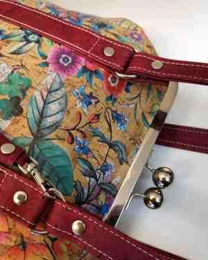 handgemaakte beugel tas rood kurk detail