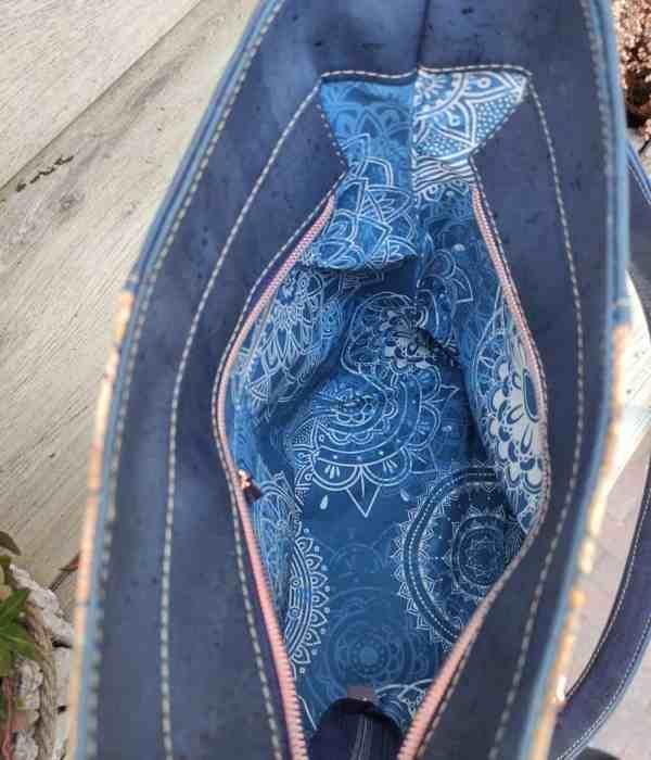 Schoudertas blauw kurk in 2 kleuren binnenkant