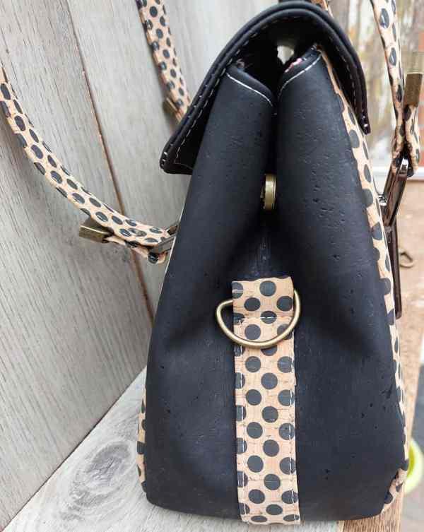 handtas zwart met stippen zijkant