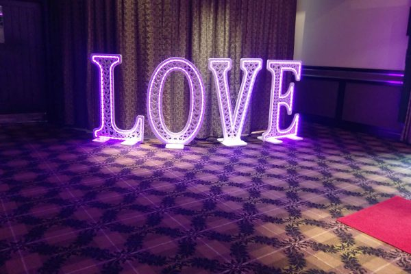 LED-love-sign-torrance-hotel