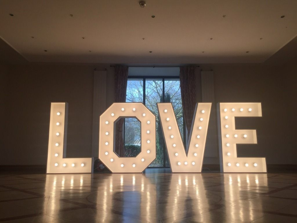 light up love sign rental, wedding, glasgow, edinburgh