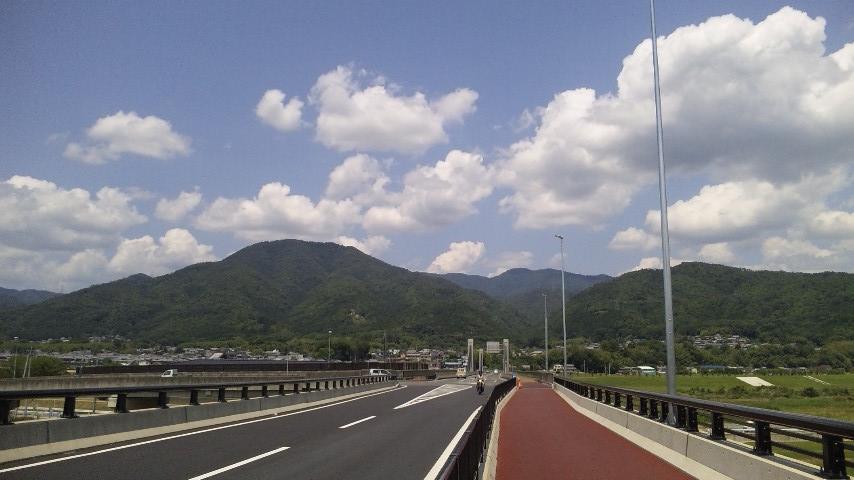 保津大橋から見た牛松山