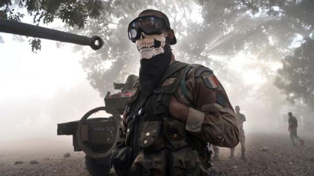 『CoD:Modern Warfare 2』のゴーストのマスクを被った兵士に軍や政府が激怒