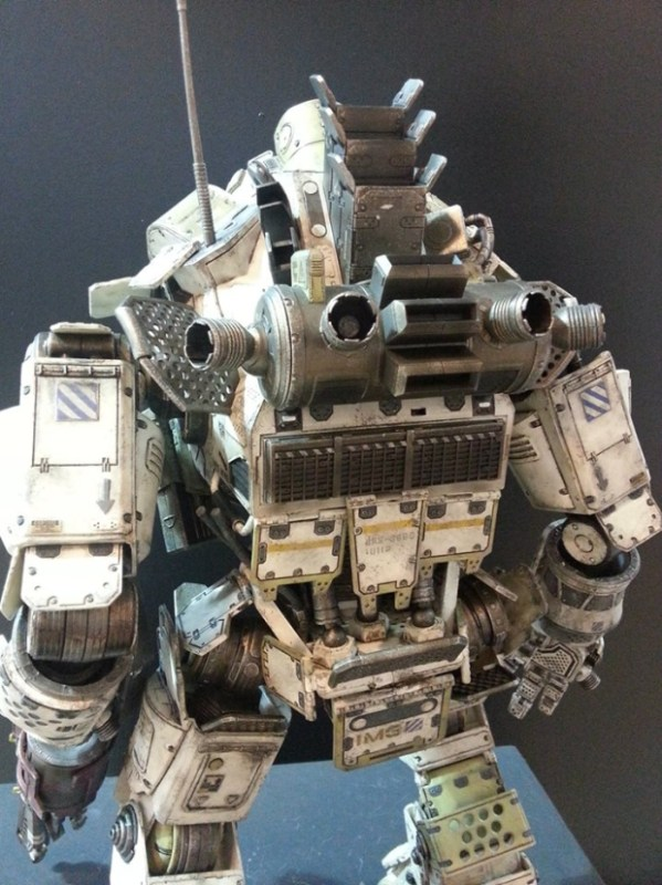 ThreeZero-Titanfall-Atlas-at-Thailand-Toy-Expo-003