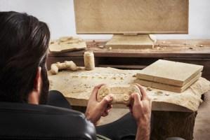 ユービーアイソフト、石でできたPS4を含む「石器時代のゲーマー部屋」を制作