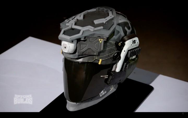 実際に再現されたウォーファイターヘルメット