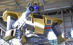 休憩:コックピットに搭乗して操作可能な巨大ロボット、群馬のメーカーが6年かけ開発