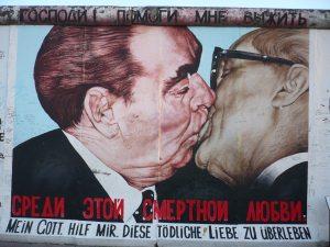 Le Jour de l'Unité allemande avec Berlin Translate ✓ Mais pourquoi est-ce que les Allemands ont fixé leur fête nationale le 3 octobre ? Chronologie
