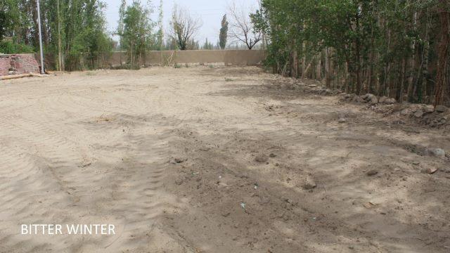 Chenilles du bulldozer après le nivellement