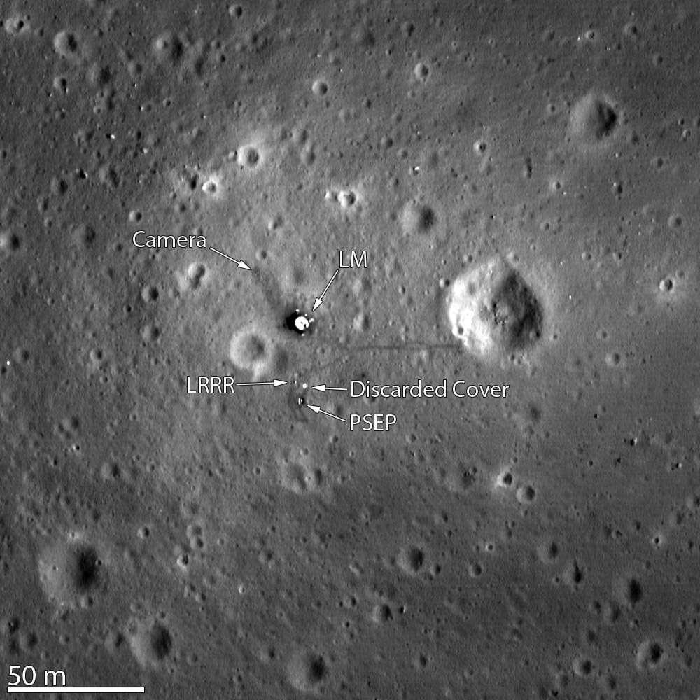 Pour avoir vu le débarquement des premiers hommes sur la Lune (Neil Armstrong et Buzz Aldrin), la mission Apollo est la plus célèbre du programme Apollo (1961 – 1975) qui a permis aux États-Unis d'envoyer à six reprises des Hommes sur la Lune. © Nasa/LRO Science team