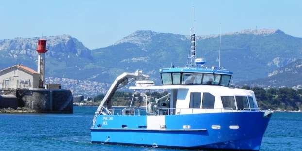Navire de station Sagitta III dans la rade de Villefranche. © OOV